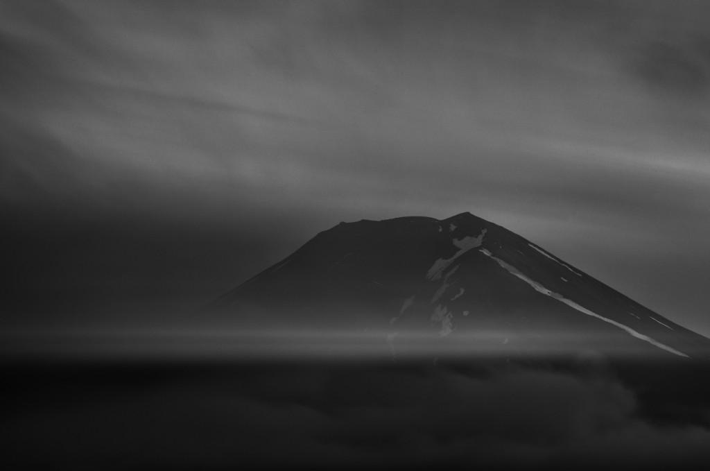 Yuga Kurita Mount Fuji Black and White Long Exposure Clouds_KE45124