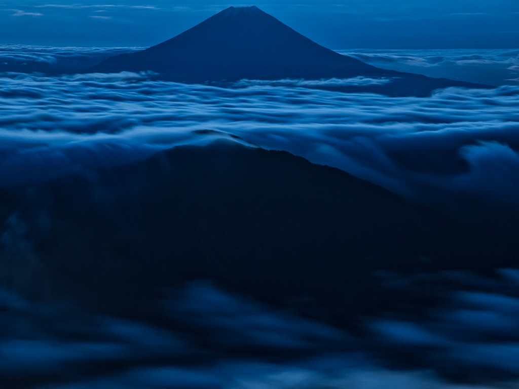 Yuga Kurita Mount Fuji Akaishidake a Dynamic Sea of Clouds_9E40412
