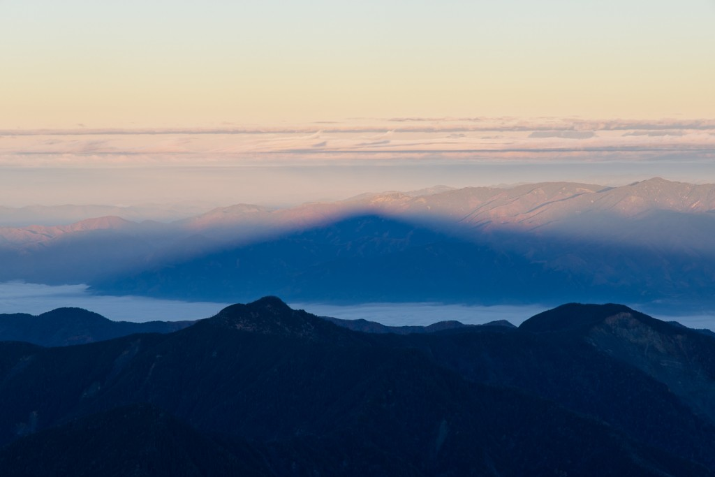 Yuga Kurita the Shadow of Mount Akaishidake Sunrise_9E40541
